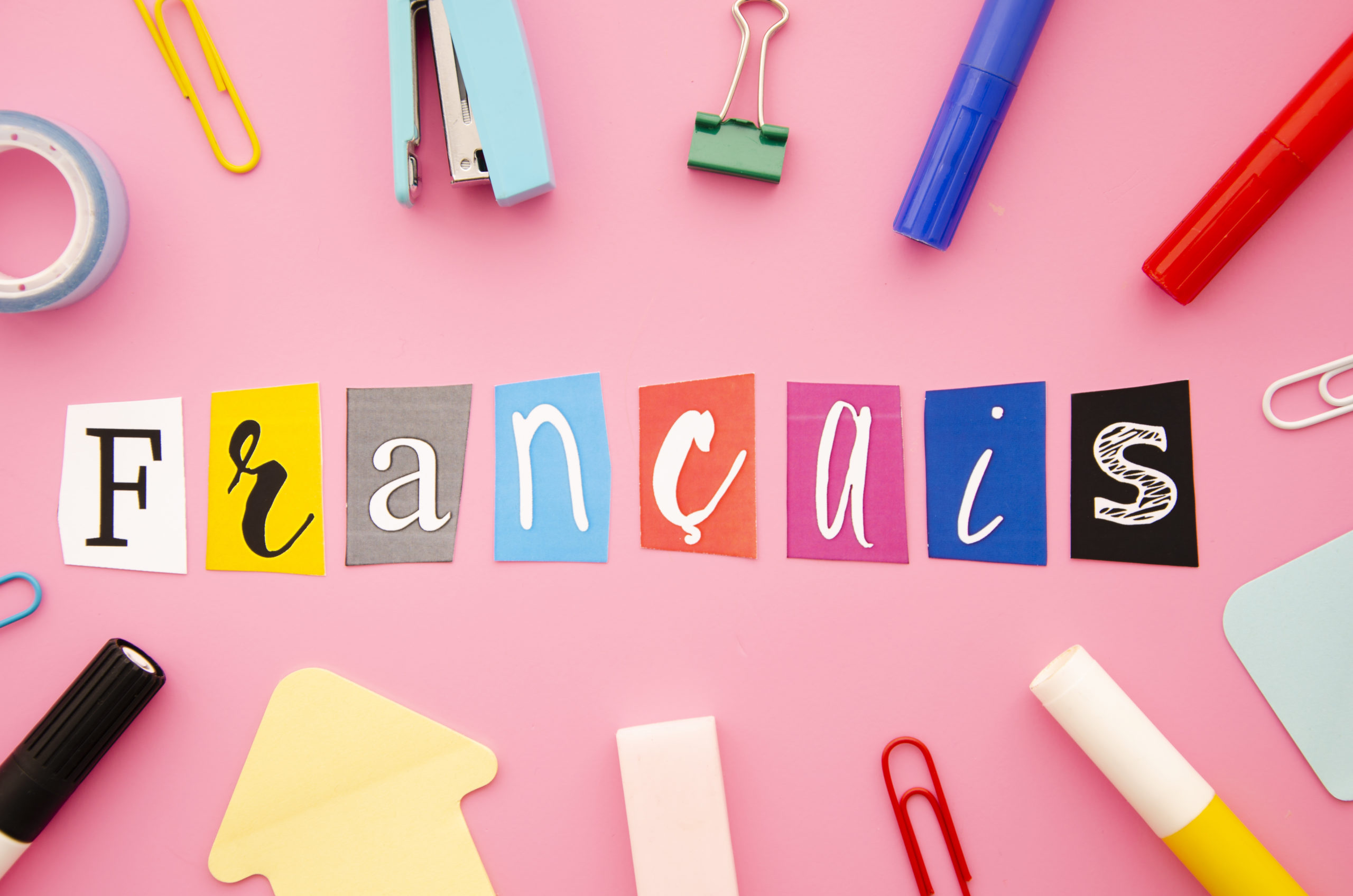 francais-lettering-on-pink-background